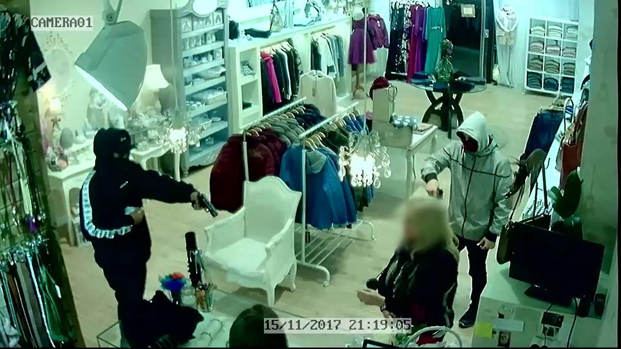 Detenidos tres menores como presuntos autores de un atraco con arma de fuego en una tienda de Ibiza
