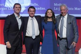 Valls y Vargas Llosa arropan a Arrimadas frente al nacionalismo «enemigo» de la UE