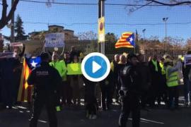 Concentración por los presos frente a un mitin de Rajoy en Salou