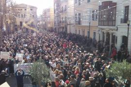 Más de 1.500 personas se manifiestan en Maó contra el decreto del catalán en la sanidad