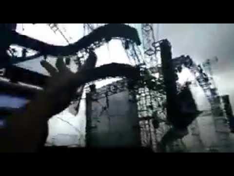 Un DJ fallece al derrumbarse por el viento el escenario donde actuaba