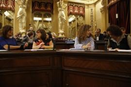 Busquets y Barceló acuden al Parlament para debatir los Presupuestos tras el relevo en Vicepresidencia