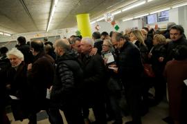 Largas colas en algunos colegios al arrancar las elecciones catalanas