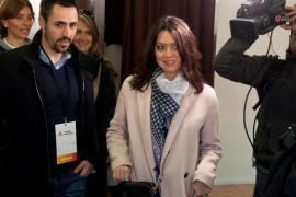Esposa de Carles Puigdemont vota