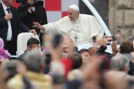El papa advierte a la Curia sobre el «cáncer» de las «degeneradas» intrigas