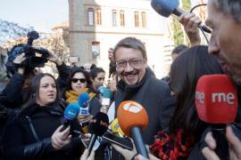 Domènech llama al voto masivo para superar los bloques