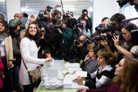 Arrimadas llama a «inundar las urnas» para recuperar la convivencia