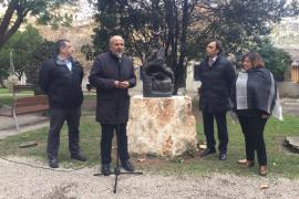 El Consell instala una escultura de 'La Balanguera' en la Misericordia