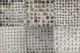 La Guardia Civil investiga a tres personas por poseer más de mil monedas romanas y medievales