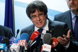 Puigdemont propone a Rajoy que se reúna con él fuera de España