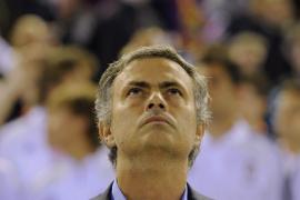 Cinco partidos de sanción y 50.000 euros de multa a Mourinho