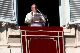 El papa invoca la paz ante los conflictos del mundo en su mensaje tras el rezo del Ángelus
