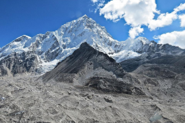 Nepal prohíbe a los invidentes y amputados dobles escalar el Everest