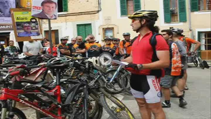 Doscientos ciclistas reivindican en Alaró el paso de bicicletas por el Camí de Solleric