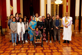 El Parlament recibe la visita de niños saharauis acogidos en Mallorca