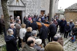 Un centenar de vecinos despiden al ermitaño Benet en Valldemossa
