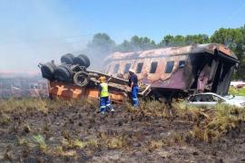 Al menos catorce muertos y un centenar de heridos tras descarrilar un tren en Sudáfrica