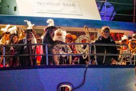 Los tres Reyes Magos de Oriente recorren las calles de Sant Antoni