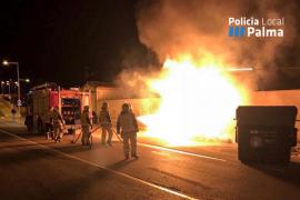 Los bomberos sofocan dos fuegos en contenedores de basura de Palma