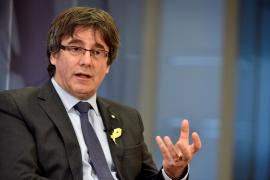 Puigdemont trata en Bruselas con ANC y Òmnium la composición de la futura Mesa del Parlament