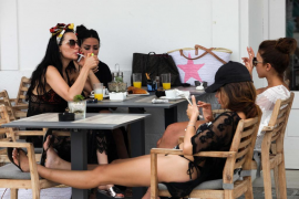 Ocho de cada diez bares y restaurantes de Baleares incumple la normativa antitabaco en sus terrazas