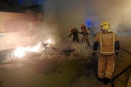 Intensa búsqueda de un pirómano tras provocar diez incendios en Palma