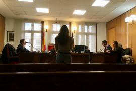 Cárcel para una joven por un robo violento de 46 céntimos en bollería en Palma