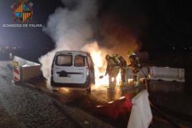 Arde un coche en el segundo cinturón de Palma