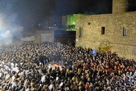 Centenares de voces ensayan al unísono los 'Goigs' en la plaza de la Concòrdia