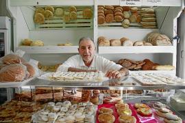 El panadero del barrio de Santa Catalina se jubila