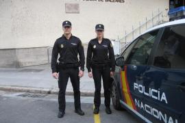Dos agentes salvan la vida a un hombre que había entrado en parada cardiorrespiratoria mientras conducía