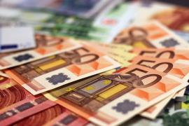 La Policía devuelve 2.800 euros a un vecino que los encontró en 2015 en su trabajo