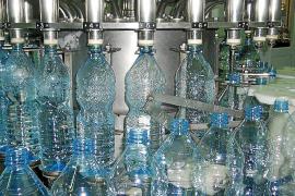 Las empresas de agua embotellada de Mallorca cifran su cuota de mercado en el 40%