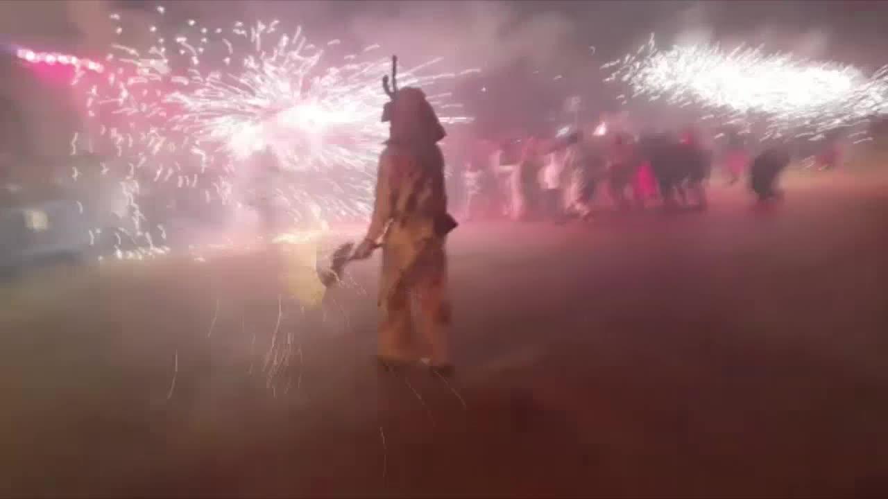 Los Dimonis y las Bruixes encienden la noche de Muro con su espectacular correfoc