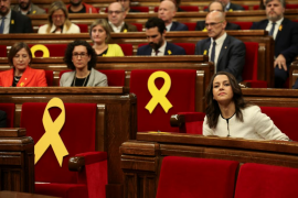 El presidente de la Mesa de Edad del Parlament expresa «indignación» por las ausencias de «encarcelados» o en el «exilio»