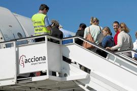Los trabajadores de Acciona en Son Sant Joan estudian movilizaciones en verano