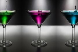 Denuncian una oferta laboral que busca mujeres «explosivas» para servir copas