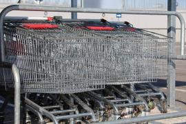 Condenan a un supermercado de Palma a indemnizar a una mujer que resbaló al pisar suelo mojado