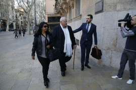 La fiscal mantiene la petición de 3 años de cárcel para el expárroco de Selva por abusos a una menor