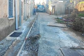 Una mujer herida al caer en las polémicas obras de la calle Solleric de Alaró