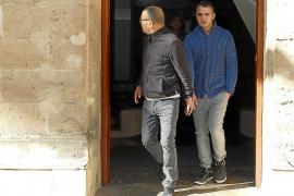 El violador de Capità Vila robó 5.500 euros a su hermana y a su cuñado