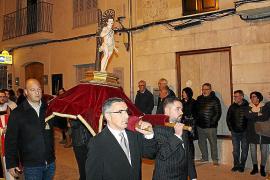La imagen del santo fue portada en procesión por las calles más céntricas.