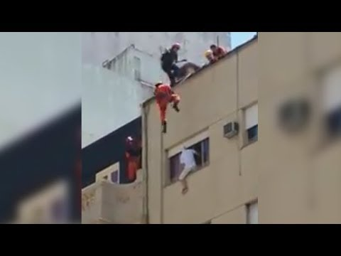 Espectacular maniobra de los servicios de emergencias para evitar un suicidio en Buenos Aires