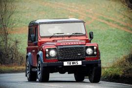 Land Rover lanza la edición especial Defender Works V8