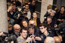 Una profesora universitaria, a Puigdemont: «¿Democracia es solo hacer referendos o también respetar la Constitución?»