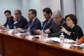 Sáenz de Santamaría pide a Puigdemont que «deje de resucitar a Franco»