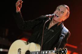 Neil Diamond anuncia que padece parkinson y que deja los escenarios