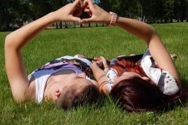 Una escuela de Gales expulsará a los alumnos que tengan novio o novia