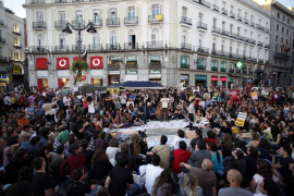 La Policía desaloja a unas 150 personas acampadas en la Puerta del Sol