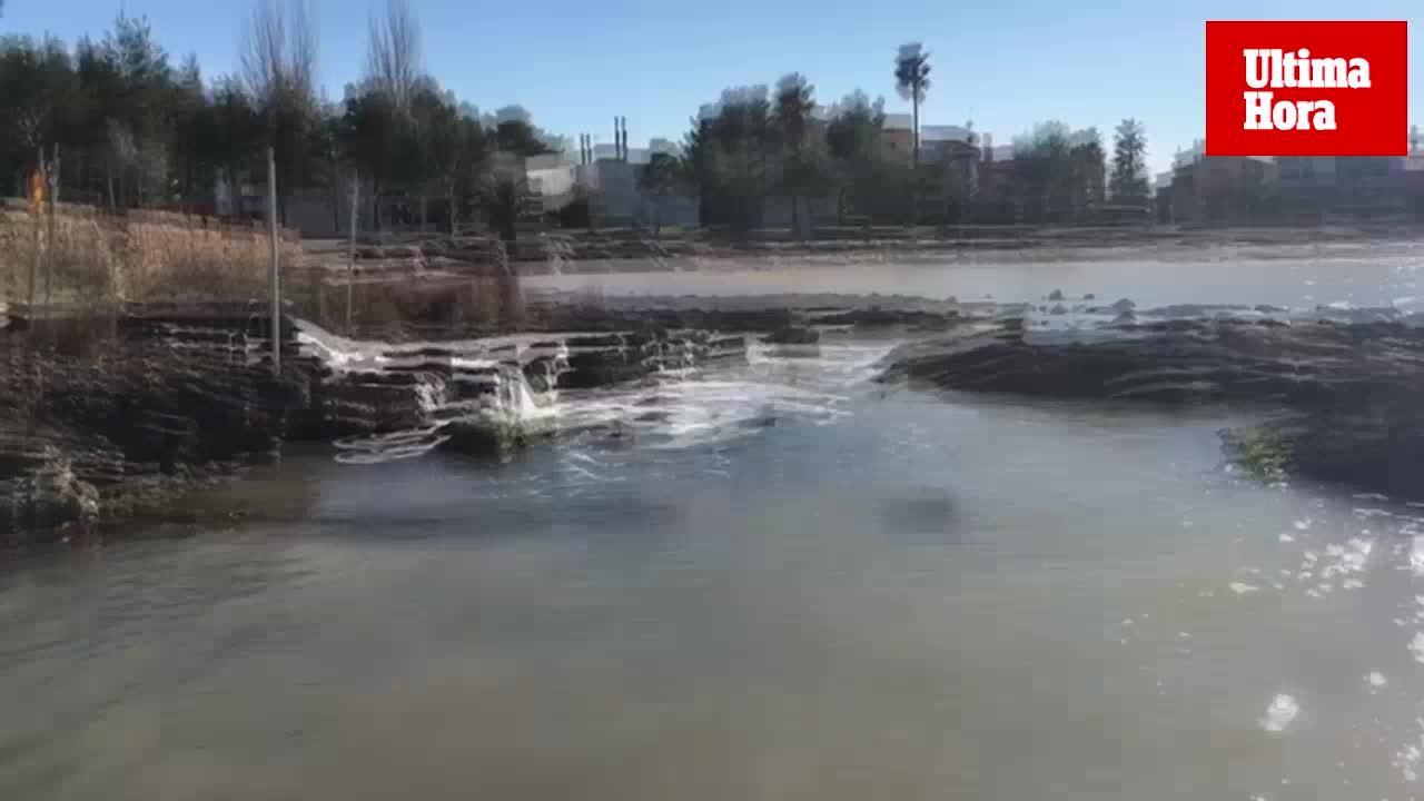 Denuncian el vertido de agua sucia al mar en Es Clot de Alcúdia